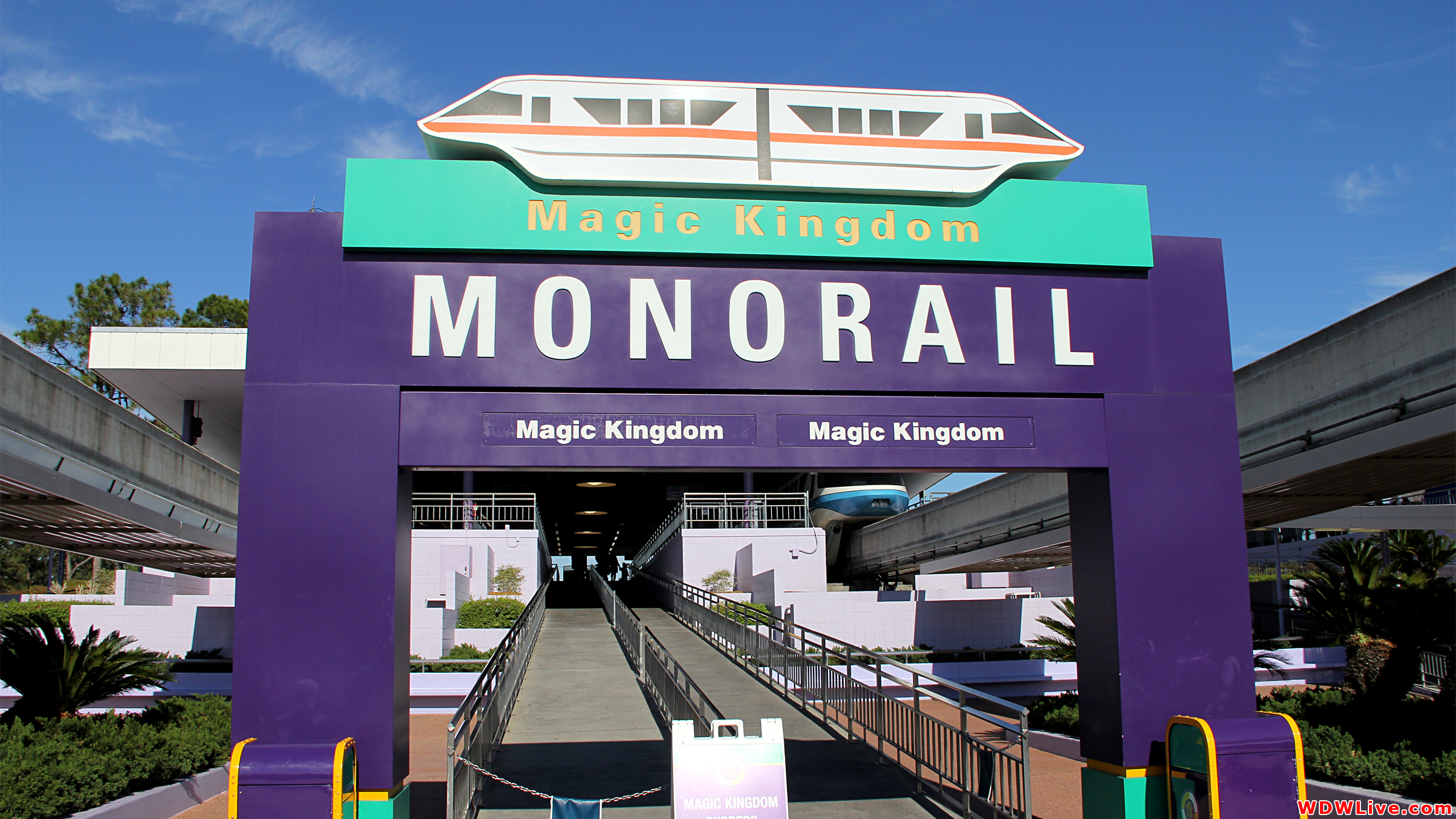 [Walt Disney World Resort] Transportation System - Services de transport - Page 4 Ttc-magic-kingdom-monorail-4-9