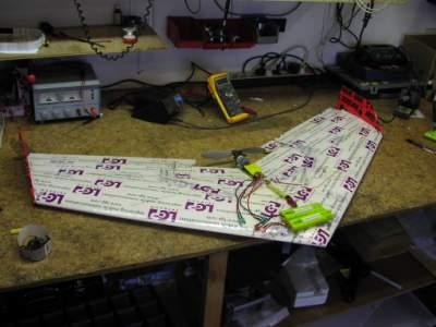 صنع طائرة لاسلكية TN_021