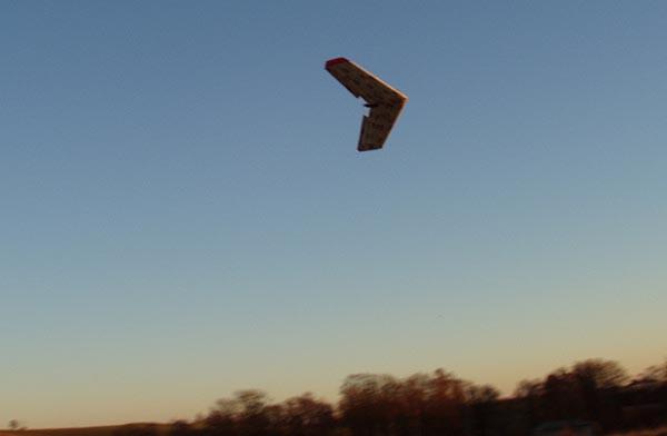 صنع طائرة لاسلكية Ving0036