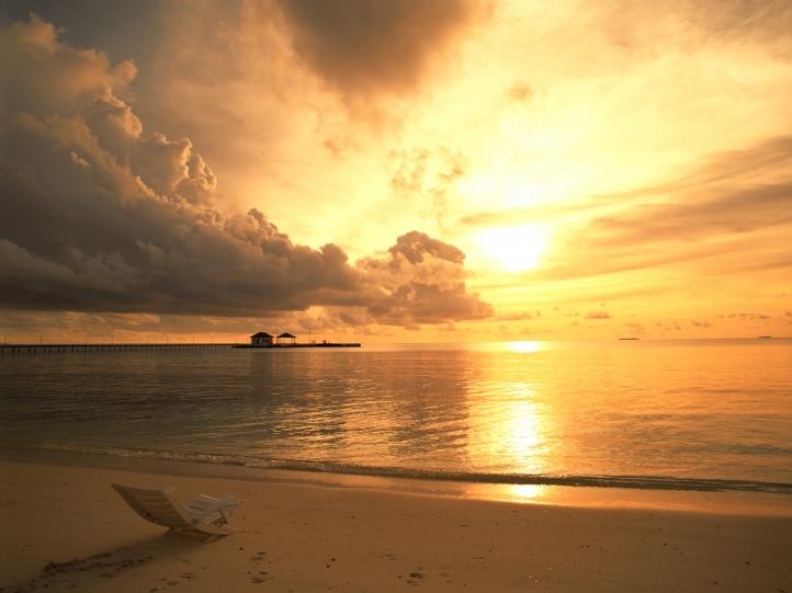Bon anniversaire  Coucher-de-soleil-sur-plage-720px