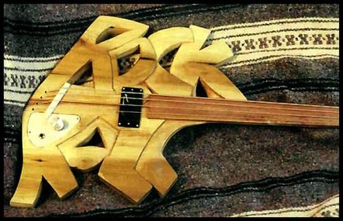 Somente Baixos Esquisitos.... Strange_guitar_16