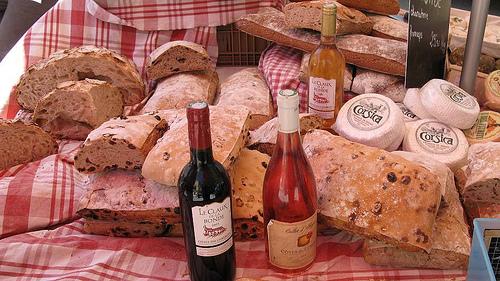 Samedi 23 Juillet 3486112124-Lourmarin-vin-pain-et-fromage-corse-p