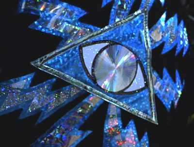 L'œil qui voit tout; tous les symboles des Illuminatis dans les médias - Page 2 Jvd7ipixxxxxxxxxx