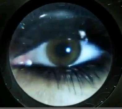 L'œil qui voit tout; tous les symboles des Illuminatis dans les médias - Page 2 Versacead4x4x56