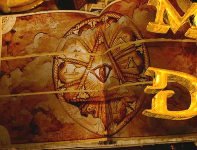 L'œil qui voit tout; tous les symboles des Illuminatis dans les médias - Page 2 Xyjusc2szzz
