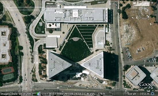 L'œil qui voit tout; tous les symboles des Illuminatis dans les médias - Page 3 Bumd43iyeye