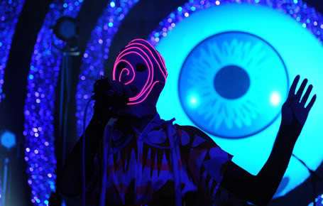L'œil qui voit tout; tous les symboles des Illuminatis dans les médias - Page 2 Cc77z9h7yeah