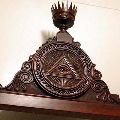 L'œil qui voit tout; tous les symboles des Illuminatis dans les médias - Page 3 Church41