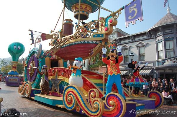 [Disneyland Park] Mickey's Soundsational Parade (2011) - Page 4 Hong-Kong-Disneyland-2011-Day-1-054