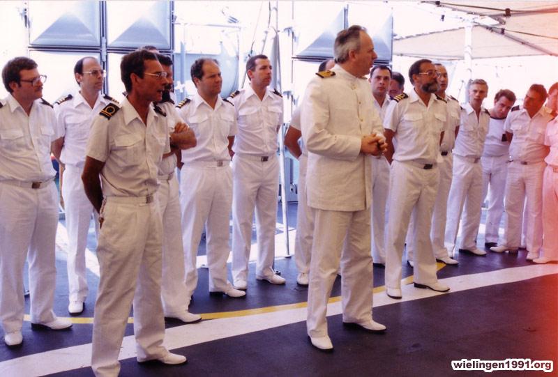 Traditions et rituels à bord des bacs de la Force Navale - Page 5 19_54_dub
