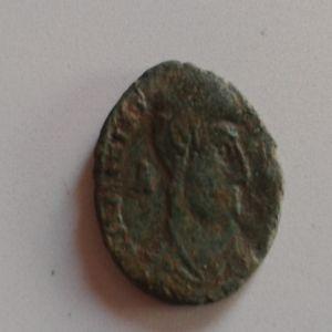AE3 de Mgnencio. GLORIA ROMANORVM. Lyon  39601572