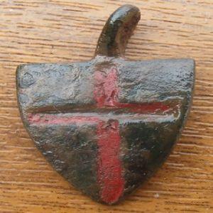 Pinjante escutiforme con cruz y soporte para ave de cetrería 591624740