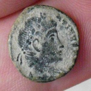 AE4 de Constantino II 697426706
