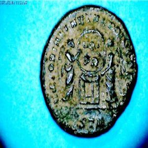 AE3 de Constantino I 784799399