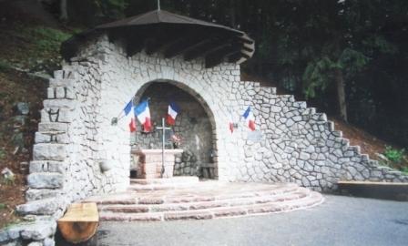 Chapelle Saint-Bernard à la mémoire du fils du Maréchal De Lattre de Tassigny Awtas4m8awatnz