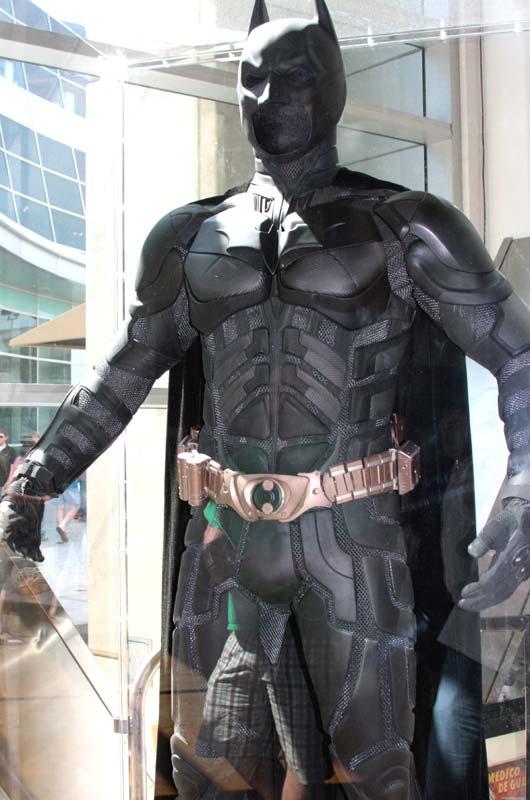 THE DARK KNIGHT RISES - BATMAN (DX12) The_dark_knight_suit