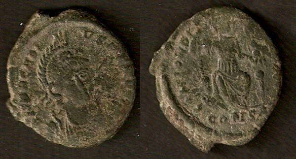AE3 de Arcadio. CONCORDIA AVGG. Constantinopla en trono. Constantinopla RIC_0086