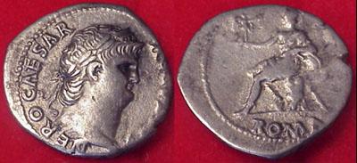 Denario de Nerón. ROMA sedente, ceca de Roma. RIC_0055.5