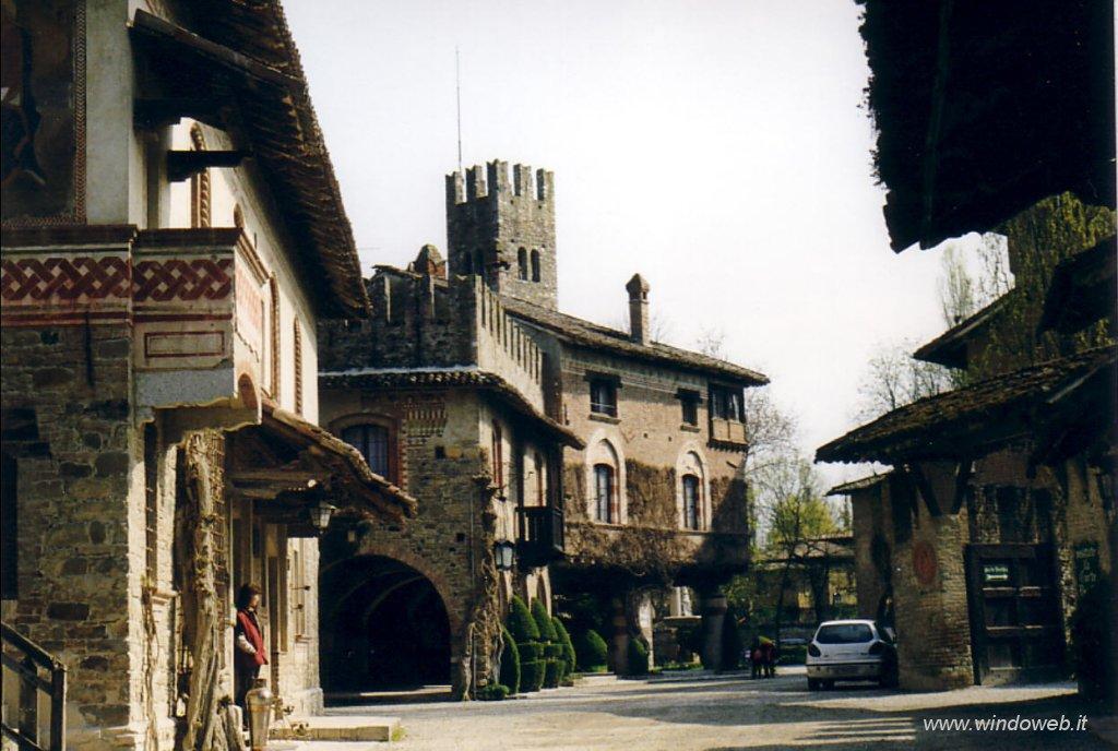 Bobbio, Valtrebbia e provincia piacentina Foto_grazzano_visconti_09