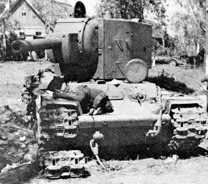 Destruction d'un KV-2 dans le Caucase (témoignage) Kv2-dead