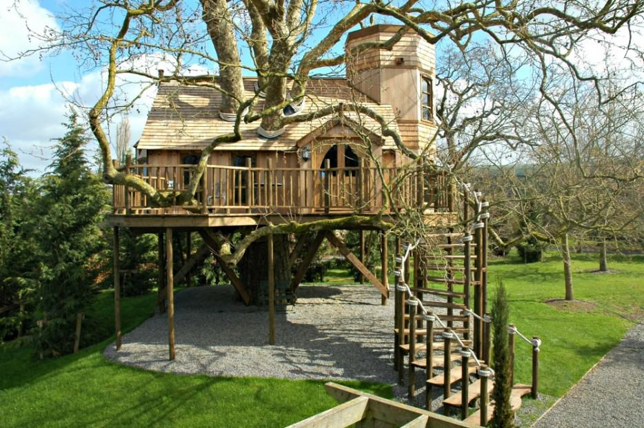10 Fantastic Treehouse Homes That Will Blow Your Mind! Beige-treehouse1