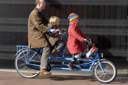 Compro bici eléctrica urgente Onderwater-familie-tandem-fiets420