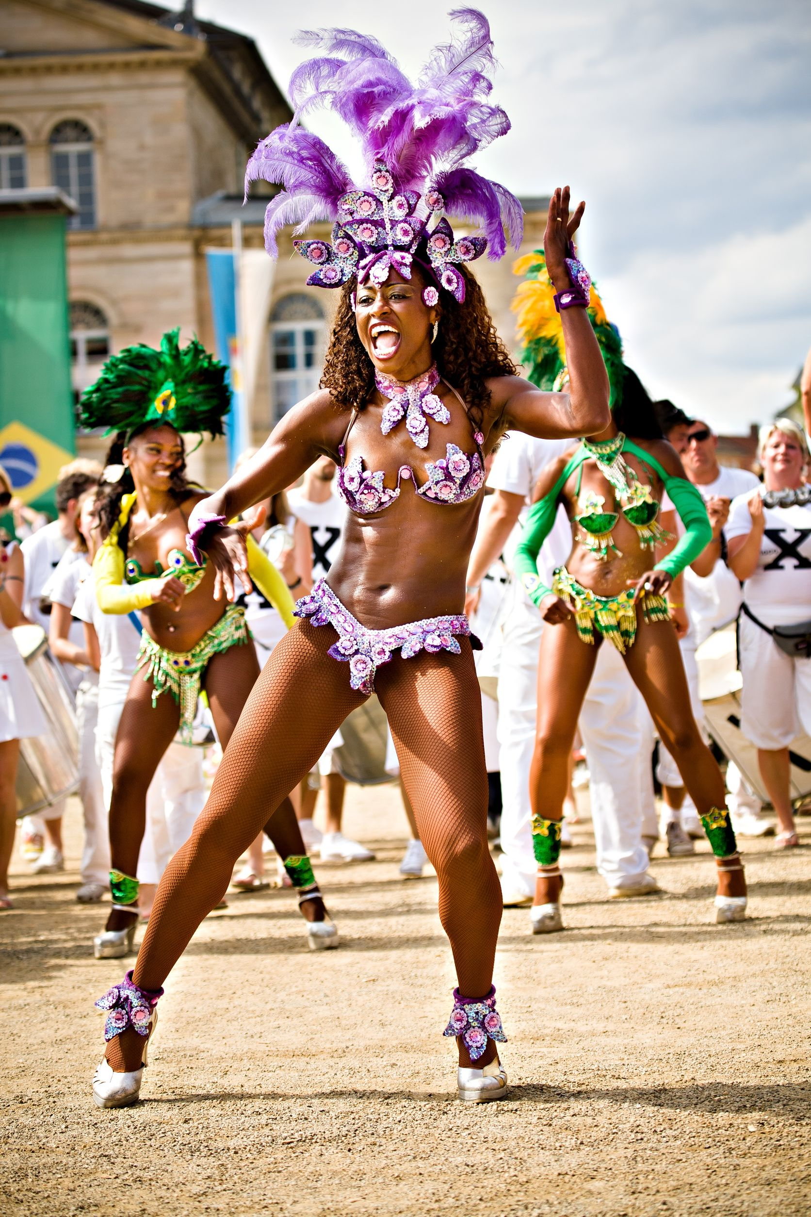 Brazil - Page 6 Samba-dancer-participates-at-the-annual-Samba-Festival-in-Coburg-Germany