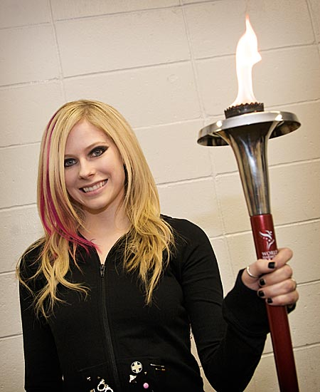 Avril Lavigne hält die Fackel Avril_lavigne