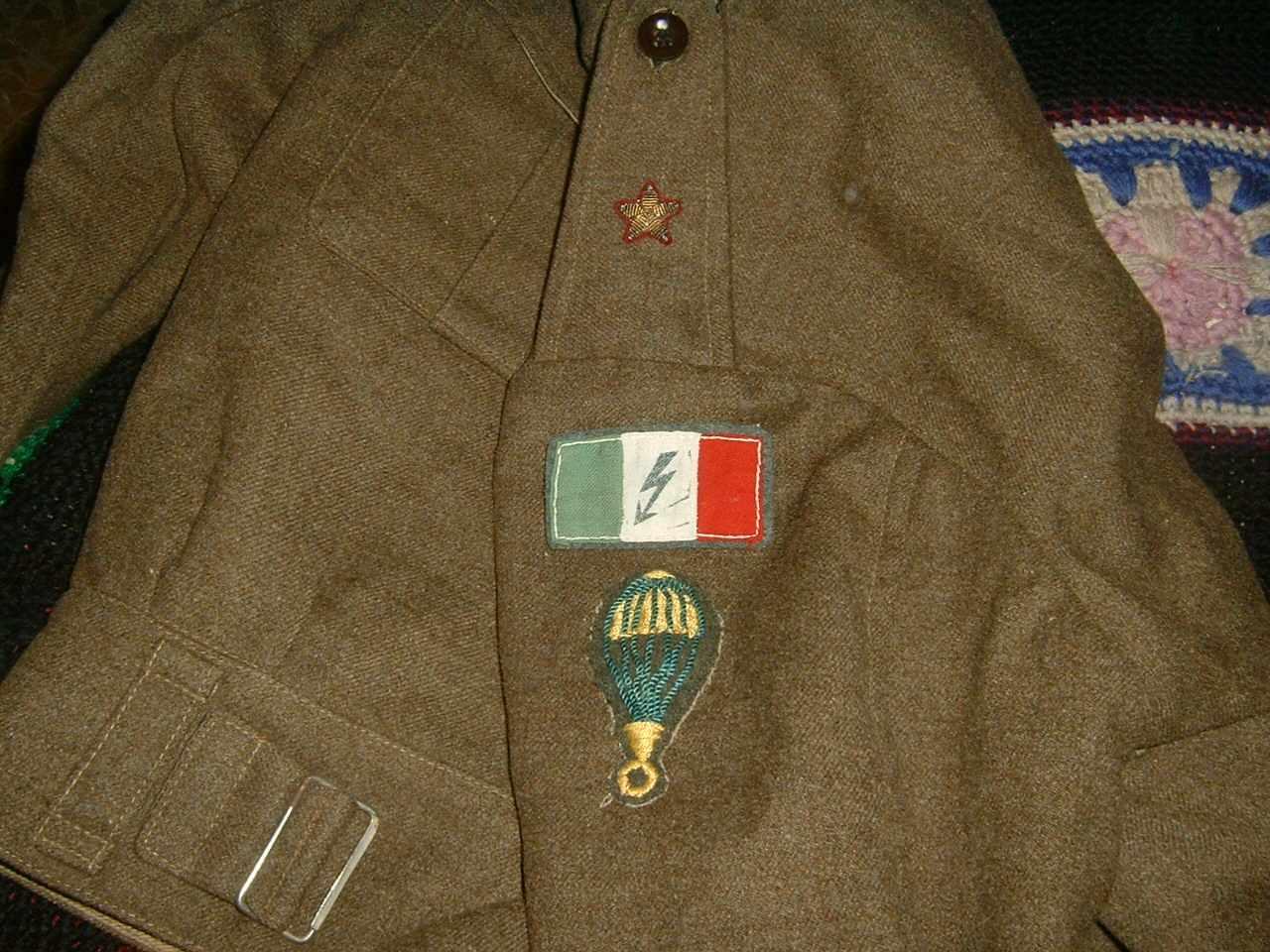 Forces Cobelligérantes Italiennes :  20071115141143_BD_Folgore__arm_1