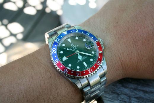 Je recherche une petite montre GMT pour voyage à l'étranger Alphawrist