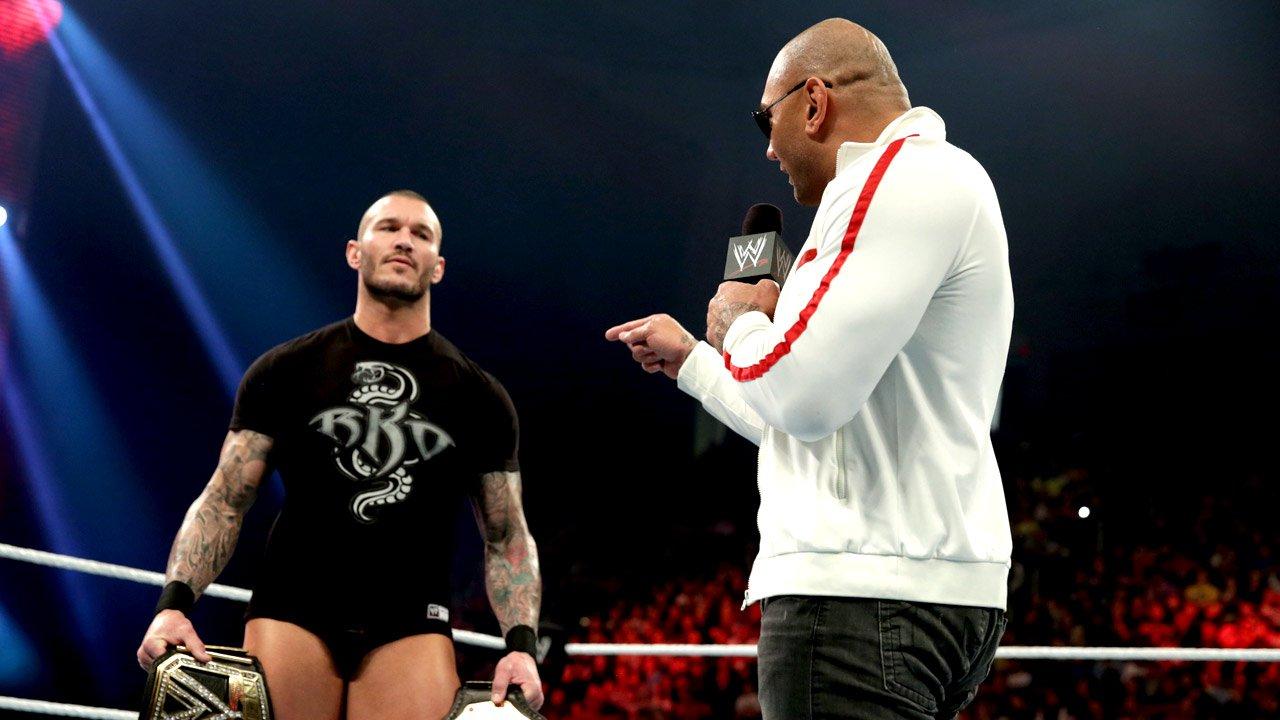 Planes para el main event de WrestleMania 20140120_RAW_RKO_Batista_2