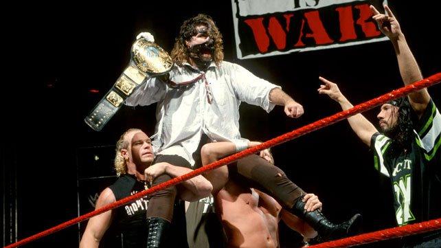 [Interview] Mick Foley et Kevin Nash (WWE.com) FoleyTitleShoulders