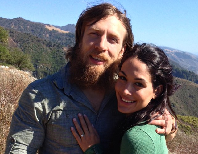 Daniel Bryan y Brie Bella se comprometen 2013027_Article_DBBrieEngaged