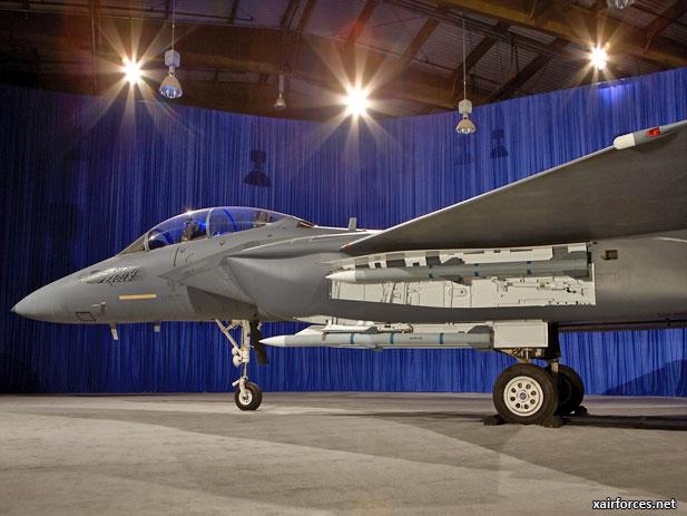 لمقاتلة الروسية للجيل الخامس قد تتزود برادار واعد - صفحة 2 Singapore-Air-Force_Boeing-F-15-Silent-Eagle_010612