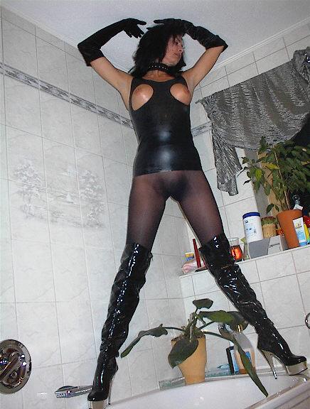 Женская фетиш-дружба в ванных. Xga06_07