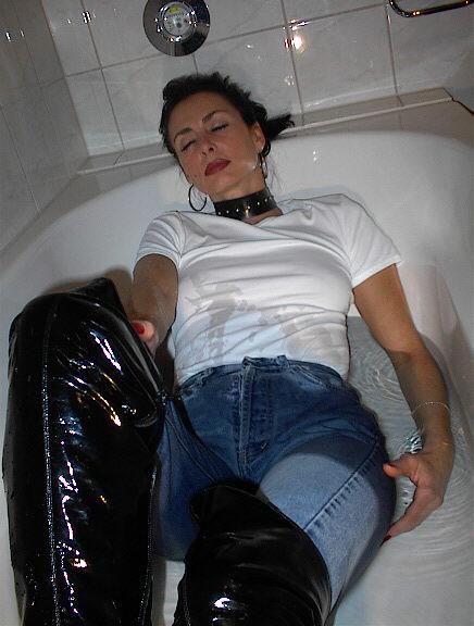 Женская фетиш-дружба в ванных. Xga07_15