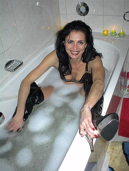 Женская фетиш-дружба в ванных. Xga07_30
