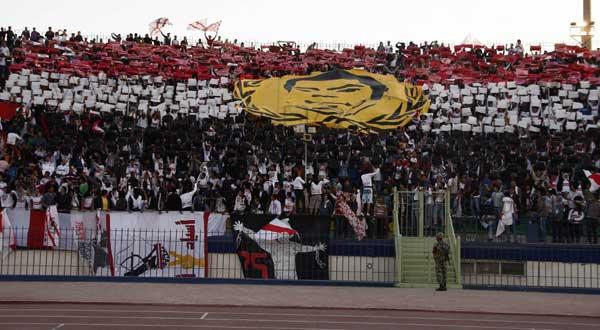 الزمالك وجماهيره يحتفون بشهداء ثورة 25 يناير Zamalek-Marty-60027-2-2011-19-49-31