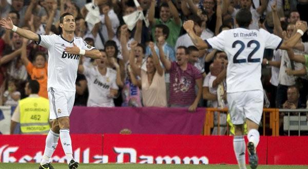 مورينيو يكمل الثلاثية ويقود ريال مدريد لهزم برشلونة في السوبر..  Chr60030-8-2012-0-41-26
