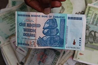 Le Zimbabwe renonce à sa monnaie Main_big