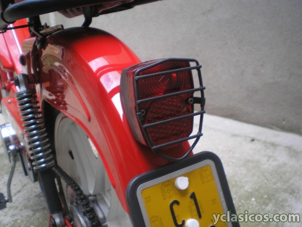 ¿Piloto trasero Ducati 48 TS? P1010483
