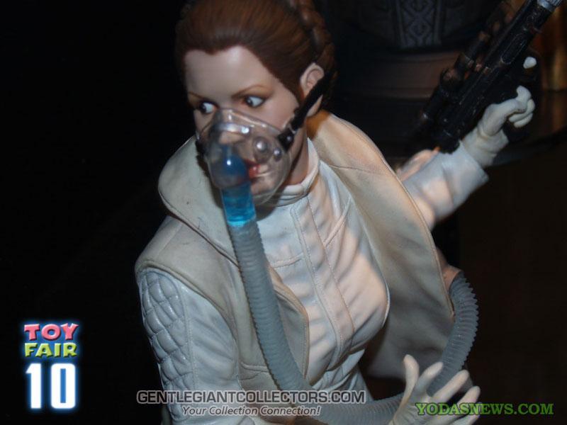 Gentle Giant - Hoth Leia Mini Bust Sneak Peek Ggleia1