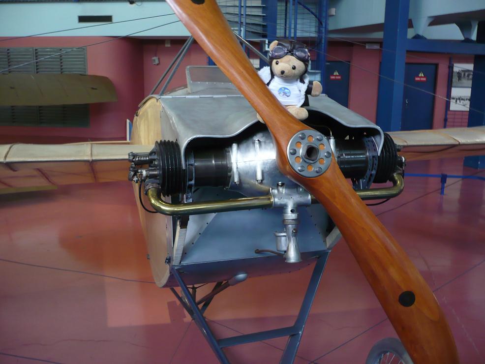 Les vols de la mascotte - Page 5 Bourget2010083m