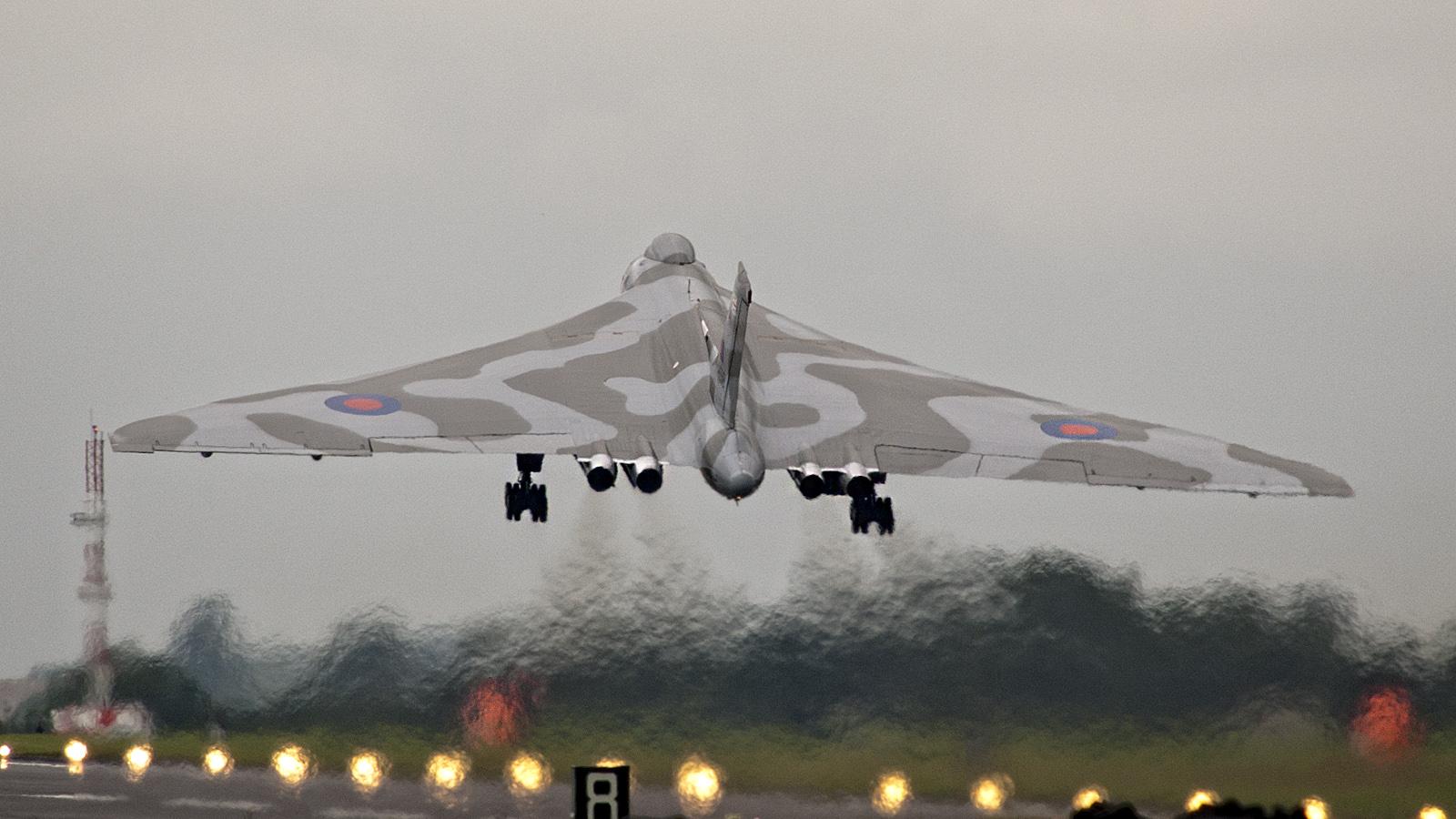 Para quem gosta de aviões - Página 4 IMGP6806-Avro-698-Vulcan-B2-XH558-RAF