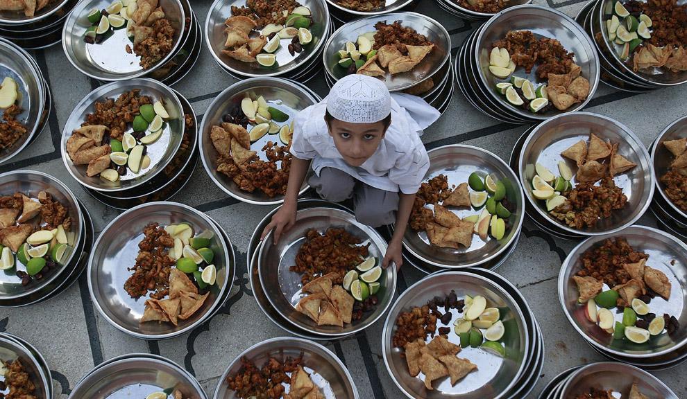 ரம்ஜான் இப்தார் விருந்து 25-child-prepares-iftar