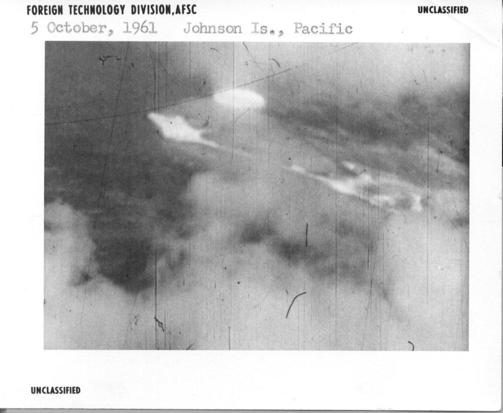 (1961) La Photo ovni de Johnson island Pacifique Johnsonisland-oct61_lg