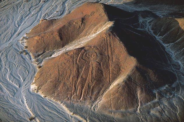 """les """"dieux"""" revetus de scaphandres contre la pollution radio active et chimique? Nazca_trace"""