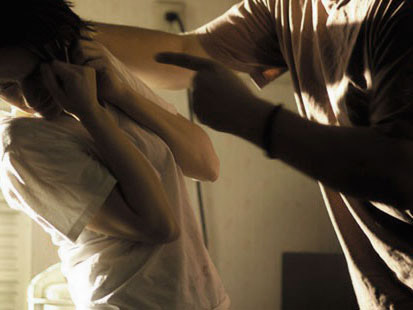 Diskriminacije kao tabu tema - Page 3 Zlostavljanje-zena-v