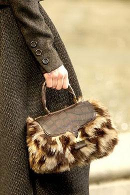 Tasne i torbe za sve prilike - Page 4 6-jesen-zima-torba-2010-2011-vuitton