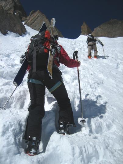 Transport une paire de ski à moto.  Ski-rando1